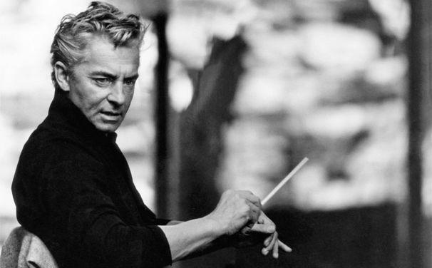 Herbert von Karajan er stjerneeksemplet på dirigenten som ekstrem magtfaktor i operaverdenen i 60'erne og 70'erne; ikke alene er han i perioder operachef i både Milano og Wien, men også livsvarig enehersker over Berlinerfilharmonikerne og leder af festspillene i Salzburg. Han er både en begavet dirigent og organisator og en fremsynet forretningsmand med gode kontakter i pladebranchen. Han bestemmer selv hvilke operaer, han vil indspille med hvilke solister, og efter indspilningerne instruerer han ofte selv operaen på scenen i Salzburg – og indspiller den måske endda som film med samme medvirkende. Hele tiden med total kontrol over resultatet, som i mange tilfælde bliver musikalsk fremragende, men ikke så lidt ubehjælpsomt i sit sceniske udtryk.